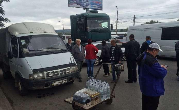 У Чернівцях біля Калинівського ринку сталася ДТП