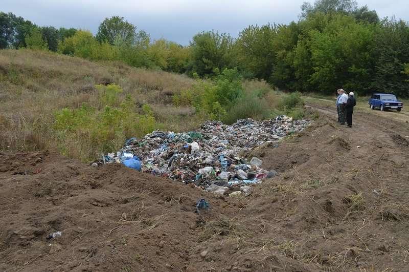 Буковинці влаштували акцію протесту проти завезення сміття: на Кіцманщині перекрили дорогу