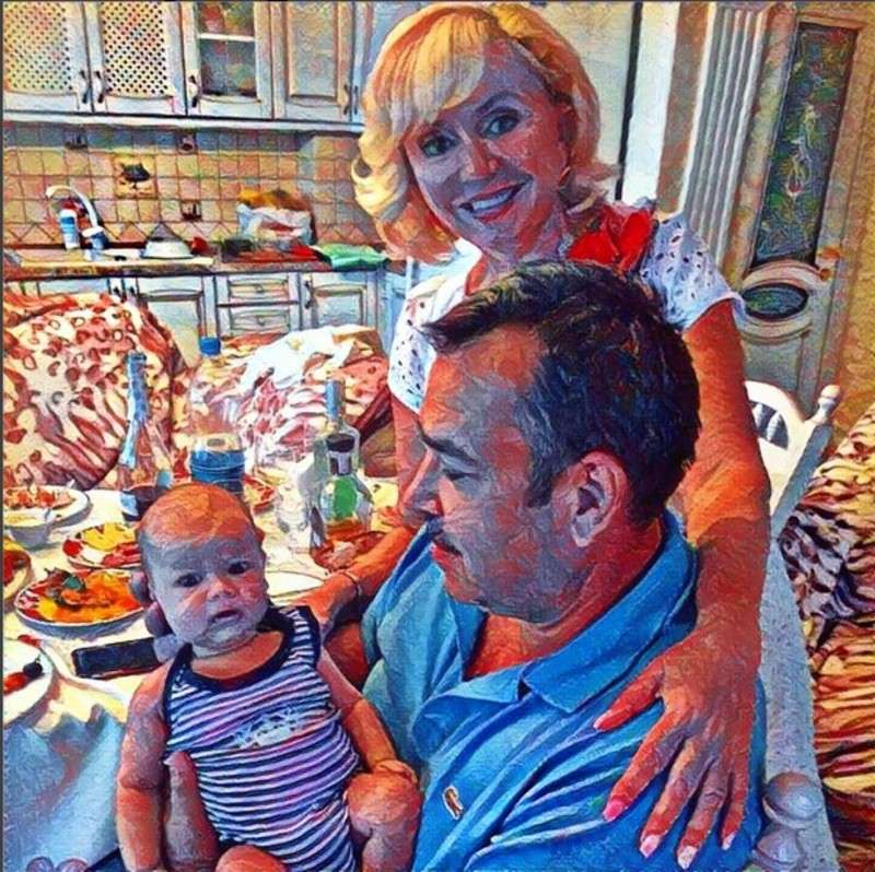 Сімейна ідилія: Аліна Гросу показала своїх батьків з малюком