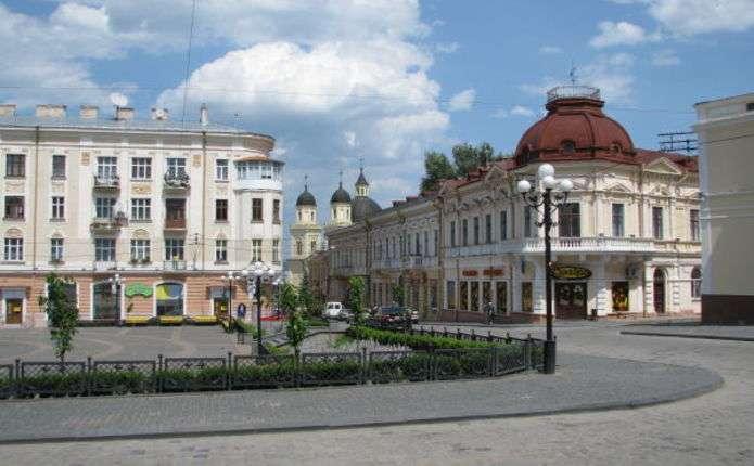 Щоп'ятниці на вулицях Чернівців презентуватимуть виставку однієї картини