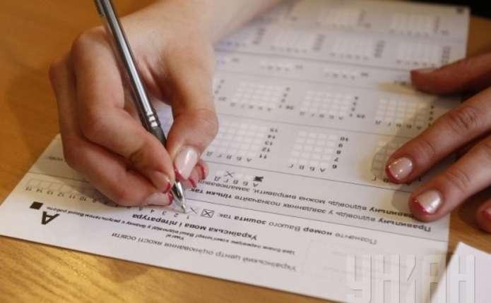 Депутати, посадовці, лікарі: стало відомо, хто купив своїм дітям результати ЗНО