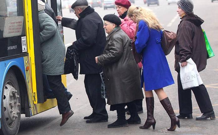 Хто з пільговиків зможе їздити безкоштовними маршрутками у Чернівцях