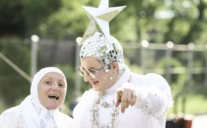 Маму Вєрки Сердючки разом з донькою побили на Сорочинському ярмарку