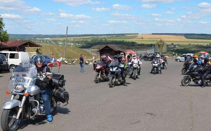 80 байкерів з Польщі відвідали Хотинську фортецю