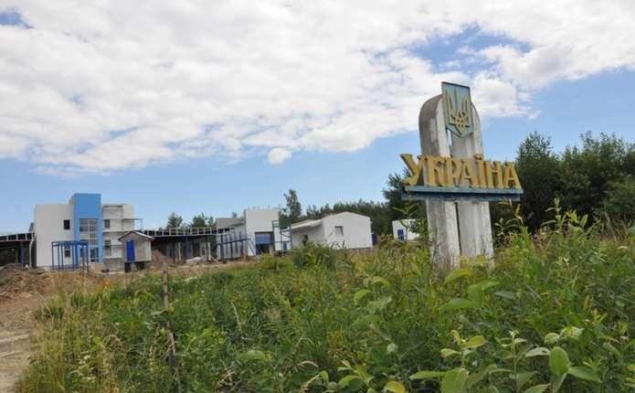 На кордоні у Чернівецкій області виявили схованку з контрафактними цигарками