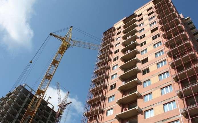 У Чернівцях незаконно будують багатоповерхівку