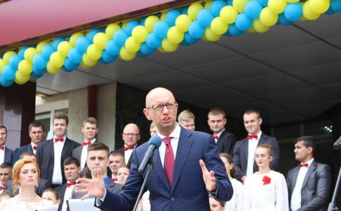 На освіту в Україні виділяють стільки ж, скільки на оборону