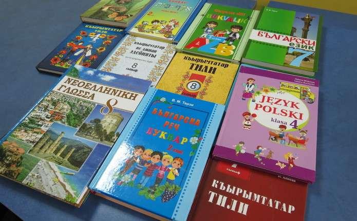 У Чернівцях видали низку підручників мовами нацменшин