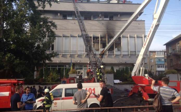 У Києві горіла будівля телеканалу Інтер