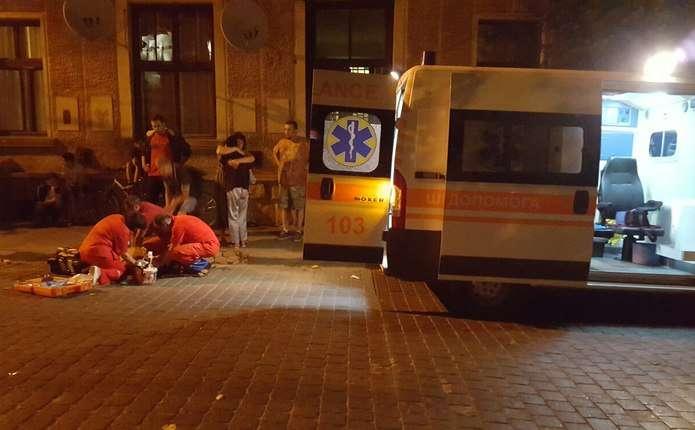У центрі Чернівців жорстоко вбили чоловіка