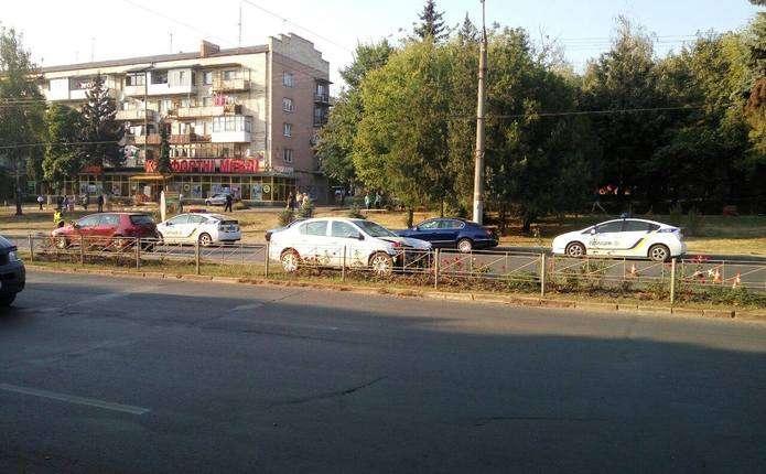 На проспекті Незалежності у Чернівцях сталася аварія. Оновлено