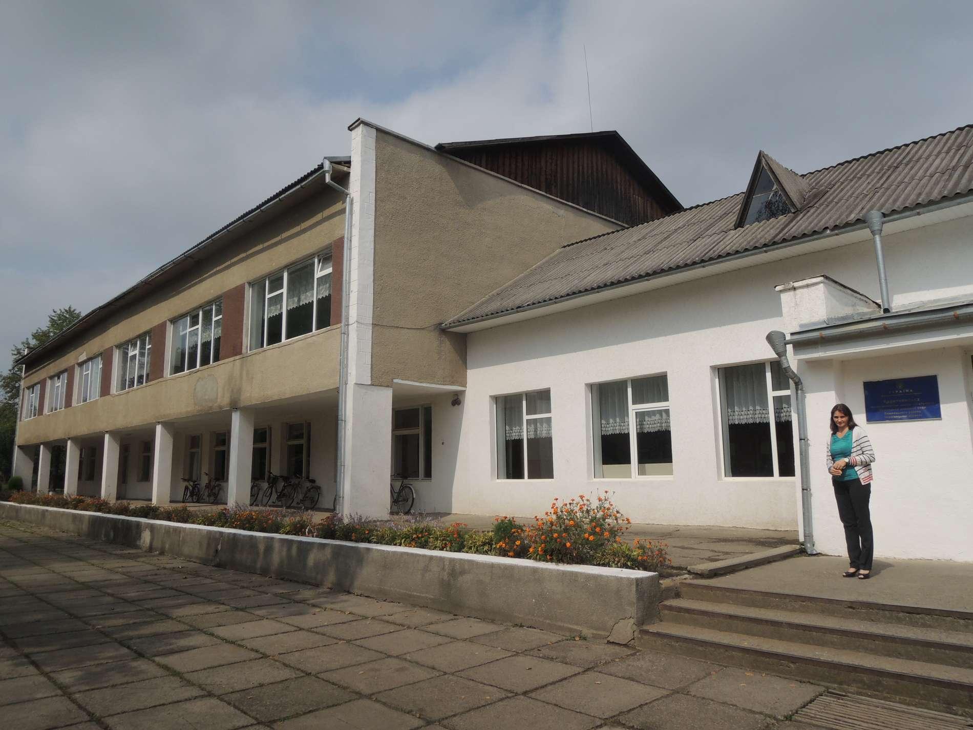 У Коритнянській школі Чернівецької області замінюють 190 вікон