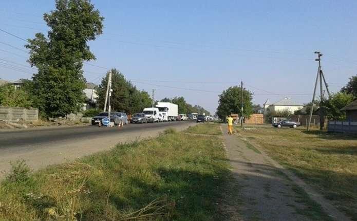Через ремонт дороги Чернівці - Лужани утворився великий затор