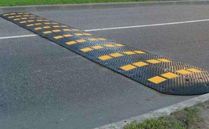 На проспекті Незалежності у Чернівцях хочуть встановити лежачих поліцейських перед кожним переходом