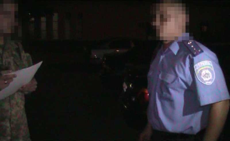 У Чернівецькій області на хабарі затримали поліцейського