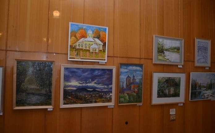 Буковинцям презентували виставку творчих робіт викладачів художніх шкіл та шкіл мистецтв краю
