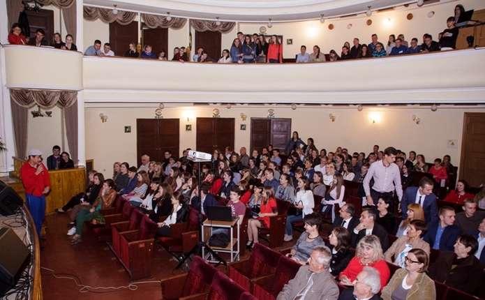 Для студентів-медиків у Чернівцях влаштували Бал знайомств