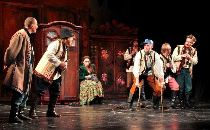 Чернівецькі театрали презентували на фестивалі у Тернополі Запечатаного двірника