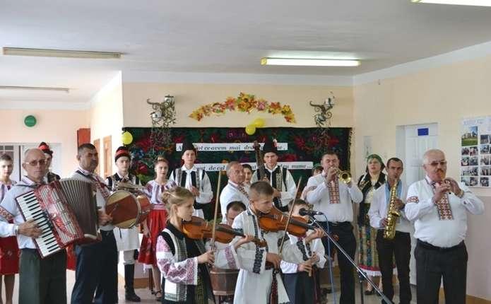 У селі Опришени на Буковині відзначили 130-у річницю з дня заснування першої школи