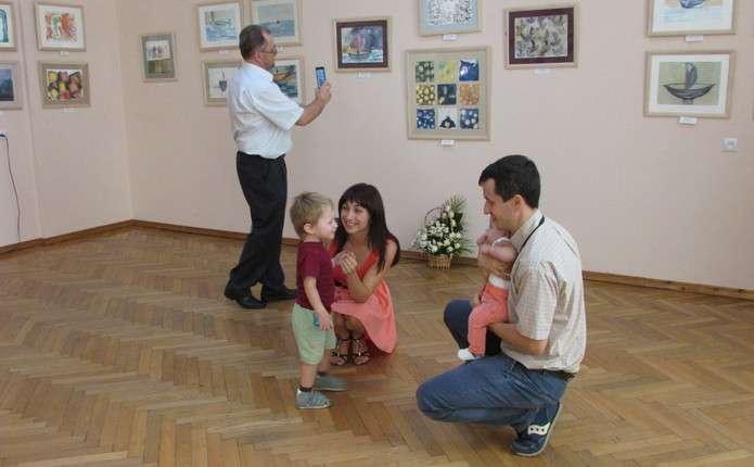 Чернівецька художниця поділилася з містянами своїми творами у техніці акварель
