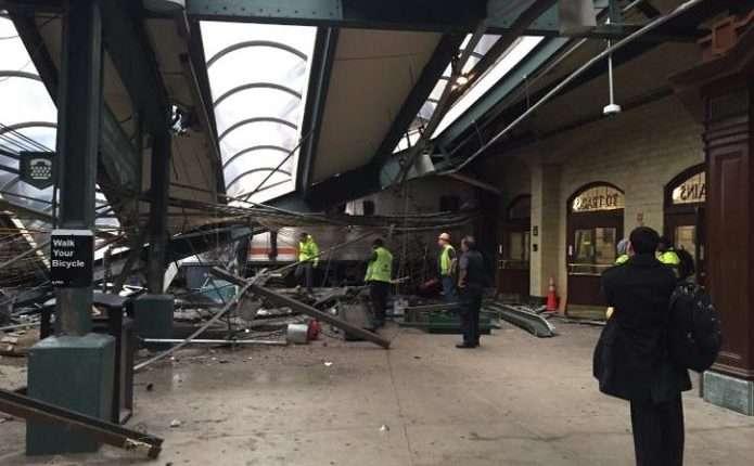 У Нью-Джерсі поїзд в годину пік врізався устанцію: більше сотні постраждалих