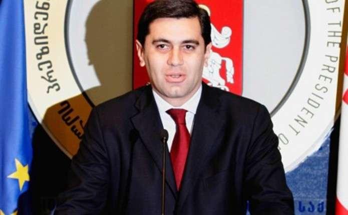 Екс-міністра оборони Грузії обстріляли під час зустрічі із виборцями