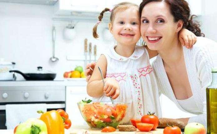 Що їсти жінкам - залежить від віку