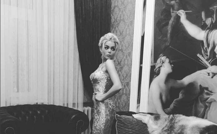 Аліна Гросу у золотій сукні вітала з днем народження продюсерський центр Лепса