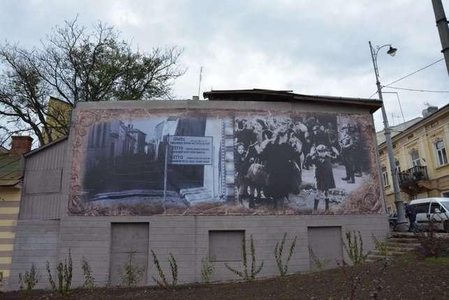 Як у Чернівцях відкривали пам'ятник загиблим під час гетто 1941 року євреям