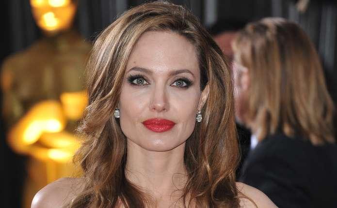 Анджеліна Джолі знайшла розраду в обіймах коханця