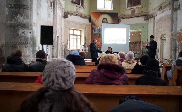 Чернівчанам презентували дві книги про духовність на війні