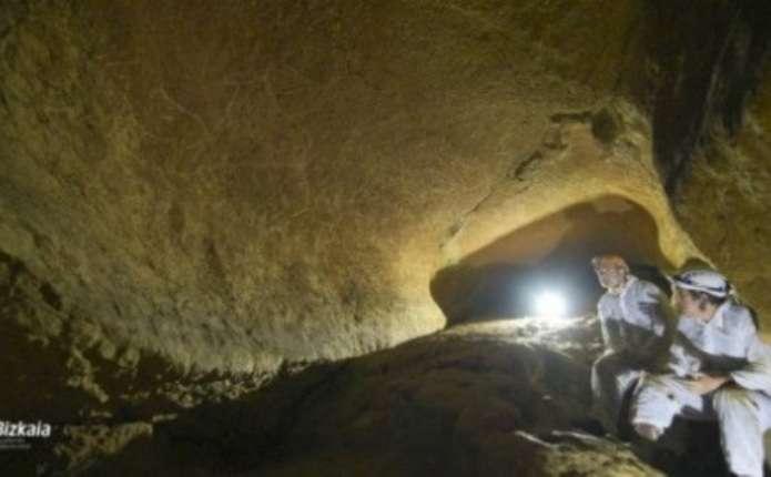Археологи виявили наскельні малюнки віком 14 тисяч років