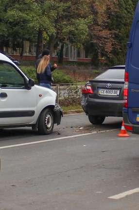 У Чернівцях на проспекті Незалежності сталася аварія