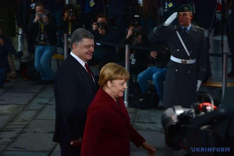 Петро Порошенко прибув до Берліна на зустріч лідерів нормандської четвірки