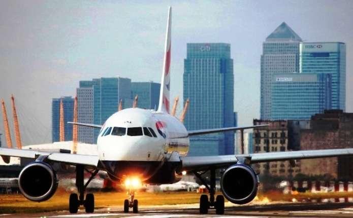 З міського аеропорту Лондона через хімічну аварію евакуювали сотні пасажирів