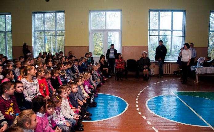 Вчителька села Кострижівка відкрила шкільний ляльковий театр