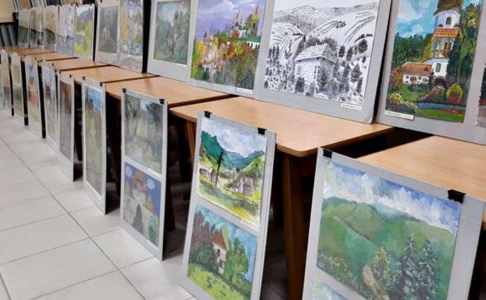 До Сторожинця привезли виставку дитячих малюнків, яка подорожує країною