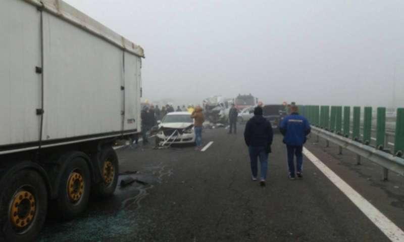 29 авто зіштовхнулись у Румунії, є жертви