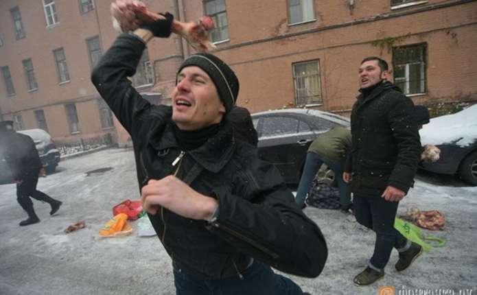 У Росії консульство України закидали кістками