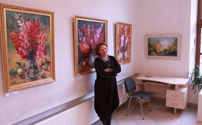 Персональна виставка живопису Марини Рибачук добігає завершення у Чернівцях