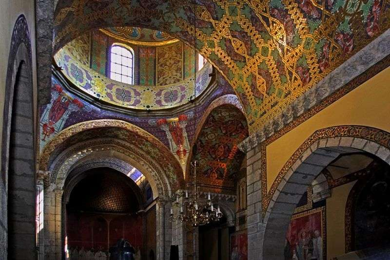 П'яна церква Чернівців потрапила до 9 незвичайних церков України