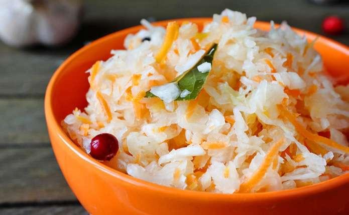 Квашена капуста і сухофрукти -головні продукти осінньо-зимового меню