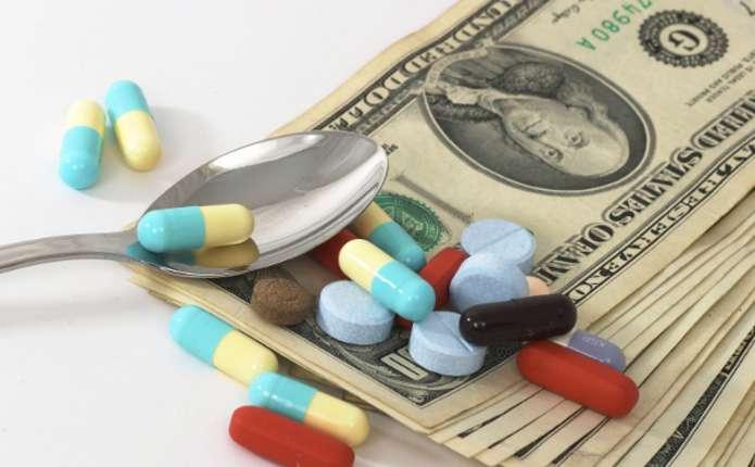 З січня в Україні введуть обмеження на максимальну ціну ліків