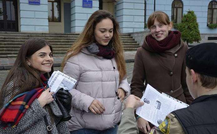 Чернівецькі пластуни відтворили події Буковинського віча
