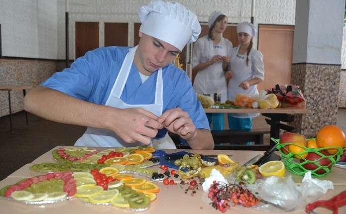 Майбутні кухарі у Сокирянах презентували виставку з фахової майстерності