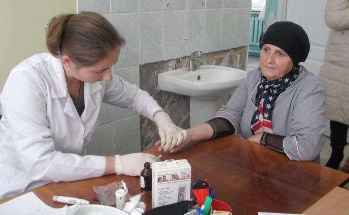 Буковинцям у Кіцманській лікарні безкоштовно вимірювали рівень цукру в крові