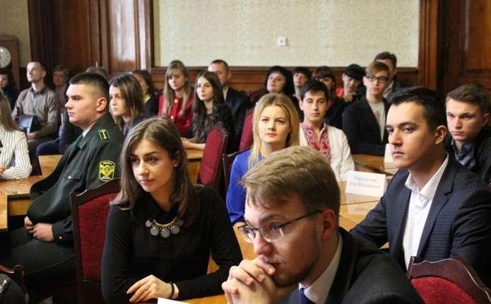 Для 40 найкращих студентів підвищили вартість іменної стипендії Чернівецької ОДА