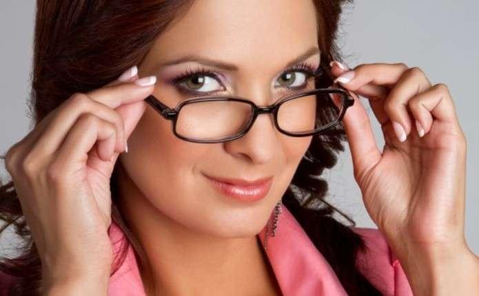 Окулярів, які б захищали зір під час роботи з комп'ютером, не існує