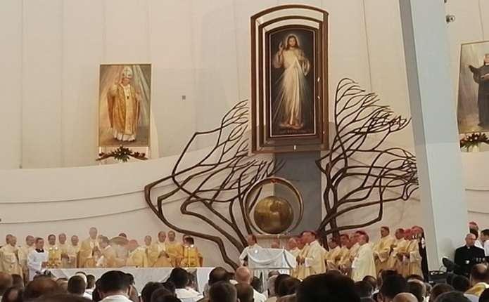 У Польщі Ісуса Христа зробили королем