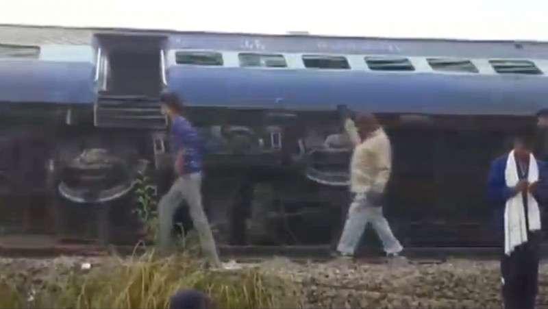 Жахлива залізнична катастрофа в Індії: щонайменше 90 людей загинули, 150 травмовані